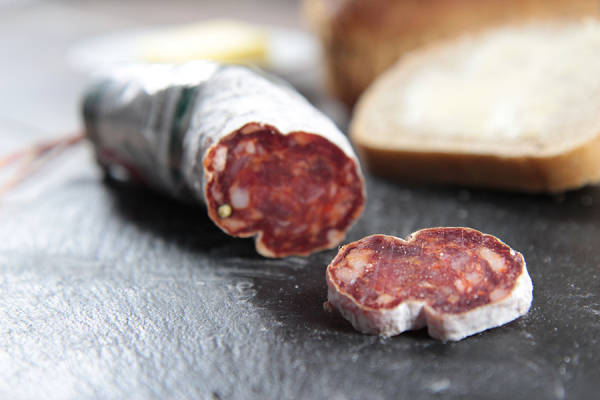 Saucisson au piment d'espelette 200g - Ferme Elizaldia - Le Comptoir Local