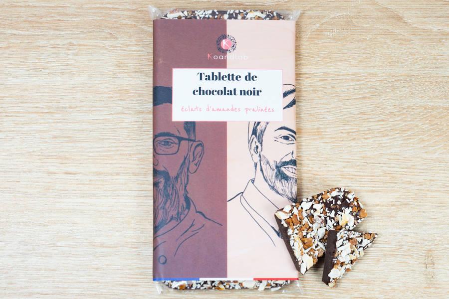 Tablette de chocolat noir 64% Éclats d'amandes pralinées - KoandLab - La Ruche qui dit Oui ! à la maison