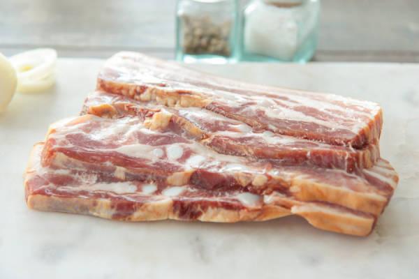 Poitrine de porc fumée tranchée - Ferme les Barres - Le Comptoir Local