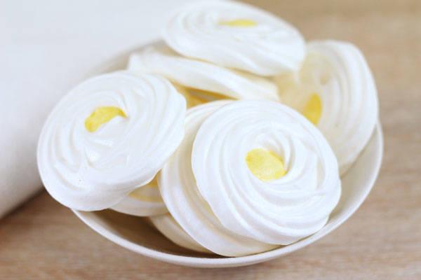 Meringotte fleur d'oranger - Mon P'tils Traiteur