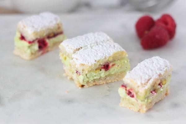 Mini succès framboise et pistache - Les Desserts d'Ici