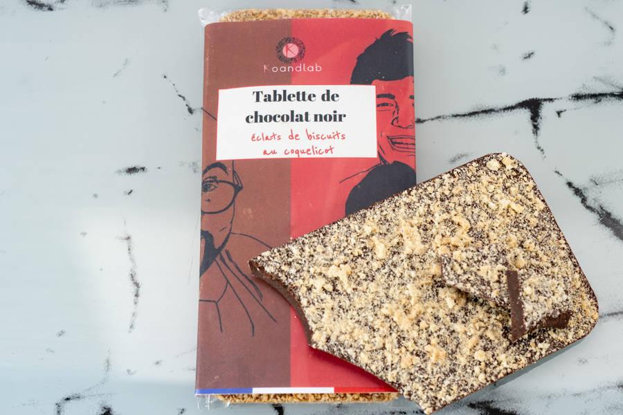 Tablette de chocolat noir 64% Éclats de biscuits coquelicot - KoandLab - La Ruche qui dit Oui ! à la maison