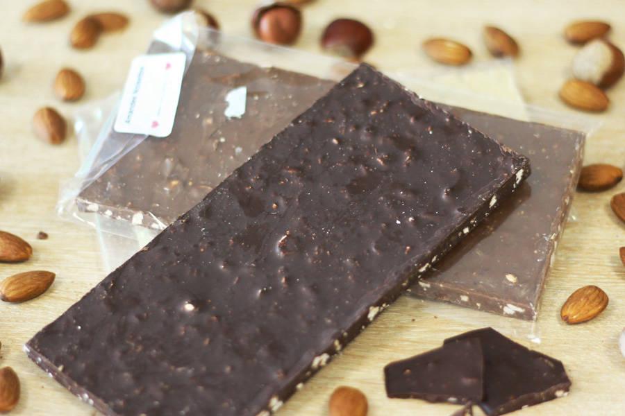 Chocolat Noir amandes noisettes BIO - Coeur de Choc - La Ruche qui dit Oui ! à la maison
