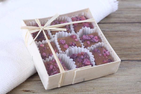 Caramels aux pétales de roses cristallisées boite de 9 - Les Nicettes
