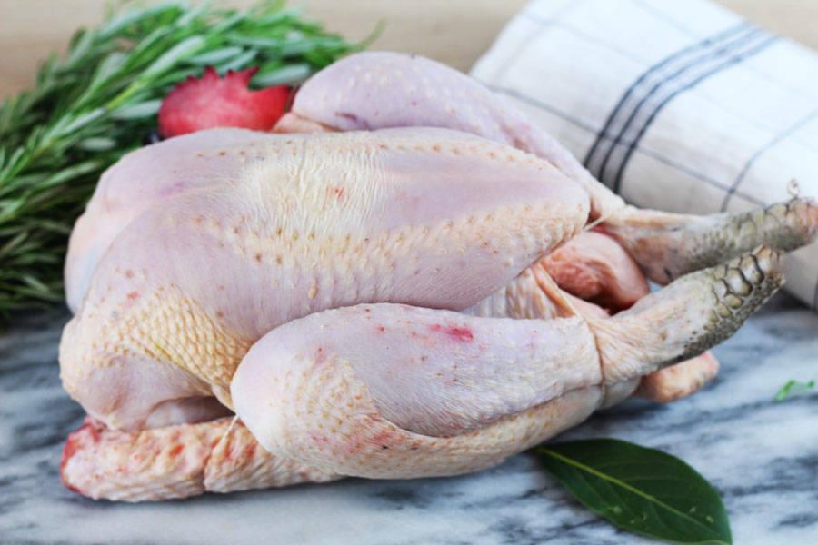 Poulet fermier pattes noires de 2,3kg sans tête - Les Volailles de la Noue - La Ruche qui dit Oui ! à la maison